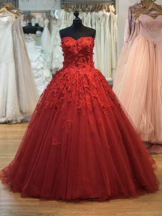 Rotes Tüllkleit mit 3D Spitze Modell Asena