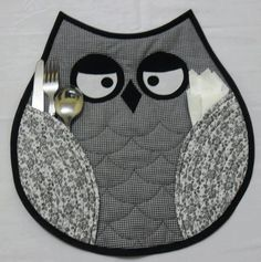 I HAVE to make these owl placemats! Love this! and I know family members who would love these for Xmas too!