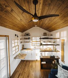Living tiny does not mean you have to give up great design & comfort.  Photo by @dillan4c // #tinyhouse
