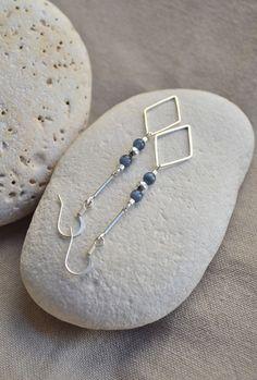 """Boucles d'oreilles """"Collection losange"""" avec perles bleues : Boucles d'oreille…"""