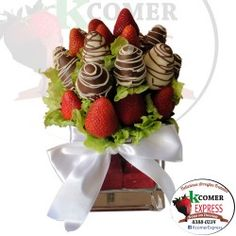 Fresas con chocolate y fresas naturales en vaso cuadrado de vidrio. http://www.kcomerexpress.com/es/fresas-con-chocolate-aniversario/23-t-02.html