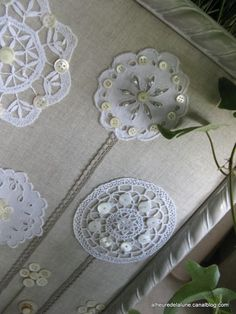 The website is in French but the pictures are easy to follow.  Very pretty flowers using doilies & buttons!  Créas boutonnesques : Un jardin extraordinaire !