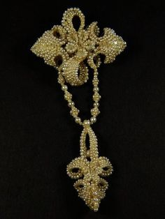 WONDERFUL ANTIQUE VICTORIAN ENGLISH 15K GOLD SEED PEARL DROP BROOCH PIN c1860