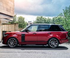 The stunning RS Range Rover Vogue by Project Kahn. Range Rover Sport 2017, Range Rover Auto, Red Range Rover, Landrover Range Rover, Range Rover Classic, Range Rover Evoque, Range Rovers, Range Rover Vogue Autobiography, Kahn Design
