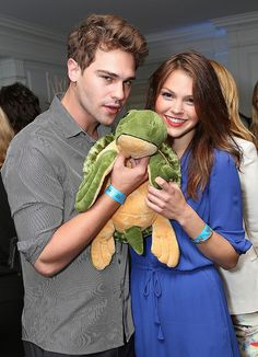 Stars of the new Star-Crossed Grey Damon and Aimee Teegarden get up close and personal with the Oceana spokesturtle