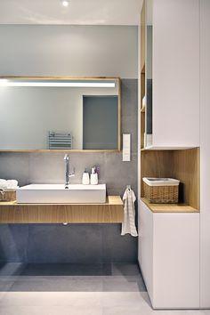 Łazienka, elegancka łazienka, azjatycka łazienka, biel i drewno. Zobacz więcej na: https://www.homify.pl/katalogi-inspiracji/18464/biel-i-drewno-doskonala-kombinacja