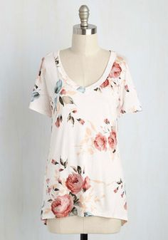 Florist's Apprentice Floral T-Shirt in Ivory. Learning to create compelling bouquets? #cream #modcloth