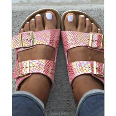 Birkenstock, arizona shiny snakeskin, size 39 part of birkenstocks latest colors. the arizona shiny snake in rose, size fits a size good preowned condition. no trades Birkenstock Shoes Sandals Estilo Birkenstock, Birkenstock Sandals Outfit, Shoes Sandals, Birkenstocks, Birkenstock Arizona, Hype Shoes, Summer Shoes, Me Too Shoes, Shoe Boots