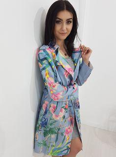 Wiosenny, długi płaszcz z eco zamszu. Po bokach dwie wygodne kieszenie. Pasek podkreślający talię. Ottanta - sklep online Wrap Dress, Cover Up, Floral, Outfits, Clothes, Collection, Dresses, Women, Style