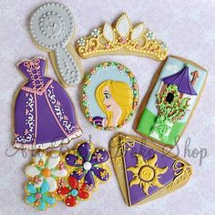 Disney tangled cookies ~ for my friend Rose, who has *long* Rapunzel hair.) She loves the movie.shall have to make the tower cookies for her sometime. Fancy Cookies, Iced Cookies, Cute Cookies, Cupcake Cookies, Sugar Cookies, Birthday Cookies, Rapunzel Birthday Party, Tangled Party, Disney Tangled
