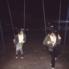 and all those years i desperately hoped to swing high enough to reach the stars that called to me in breathless starlight Foto Best Friend, Best Friend Photos, Best Friend Goals, Night Aesthetic, Summer Aesthetic, Aesthetic Grunge, Cute Friends, Best Friends, Cute Friend Pictures