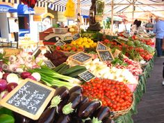 Marché provençal du cours Saleya à Nice - Provence Market - Cours Saleya - Nice - South of France