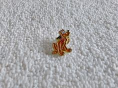 Vintage France/French Pluto Disney pin badge Pluto Disney, Disney Pins, Pin Badges, Patches, Brooch, France, Vintage, Ebay, Brooch Pin