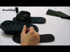 Crochet Shoes, Crochet Slippers, Knit Crochet, Crochet Flip Flops, Shoe Pattern, Fabric Yarn, Old T Shirts, Knitted Bags, Chrochet
