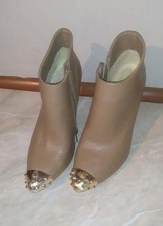 Kup mój przedmiot na #vintedpl http://www.vinted.pl/damskie-obuwie/botki/16130181-bezowe-botki-ze-zlotymi-cwiekami