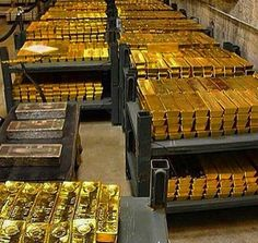 Money flows effortlessly with abundance to me I attract gold and all the best in my life Rich Lifestyle, Luxury Lifestyle, Wealthy Lifestyle, Gold Bullion Bars, 3d Modelle, Money Stacks, Gold Money, Billionaire Lifestyle, Luxury Living