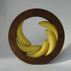 Banana bowl by Helena Schepens - wonderfully simple and elegant design Kitchen Gadgets, Kitchen Tools, Cooking Gadgets, Kitchen Stuff, Cooking Tips, Cool Gadgets, Wood Turning, Kitchen Accessories, Furniture Design