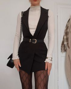 Gucci tights looks – – Holidays Girly Outfits, Cute Casual Outfits, Stylish Outfits, Winter Fashion Outfits, Look Fashion, Fall Outfits, Outfit Winter, Stockings Outfit, Tights Outfit
