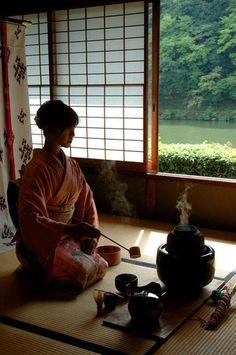 Japanese tea ceremony, Sado 茶道 ·«ǂ Japanese Culture, Japanese Art, Japanese Interior, Traditional Japanese, Japanese Kimono, Japan Kultur, Magic Places, Japanese Tea House, All About Japan