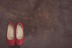 our labor of love - the blog - not sure about getting the bride's shoes wet, but another gorgeous detail shot