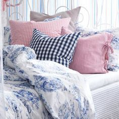 Go to bedroom textiles