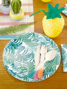 Liven up your tropical fiesta party with our bright green paper plates. Ideal for garden parties or BBQs in the sun, these neat paper plates come in 12 per pack and are diameter. Perfect for pineapple pieces or coconut chunks! Fiesta Party, Luau Party, Beach Party, Hawaiian Party Supplies, Farm Animal Party, Buffet, Tropical Party Decorations, Fun Party Themes, Party Ideas