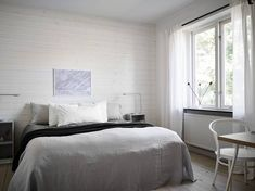Fresh looking bedroom with a light wooden wall - COCO LAPINE DESIGNCOCO LAPINE DESIGN