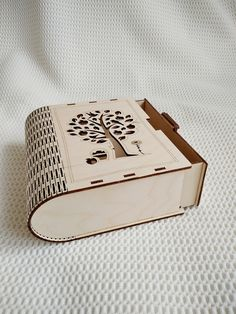 Laser Cut Box, Laser Cutting, Making Gift Boxes, Champagne Box, Laser Engraved Gifts, Laser Cutter Projects, Wine Gift Boxes, Tree Svg, Keepsake Boxes