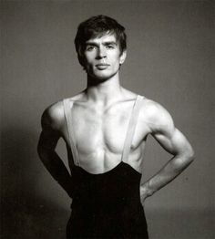 Nureyev by Avedon. Paris, July 1961 (shortly after his defection).
