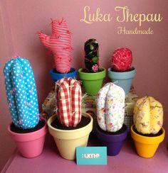 Aqui os muestro parte de la coleccion de cactus LUKA THEPAU,   cactus hechos a mano en tela estampada, varios tamaños y diametro de maceta...
