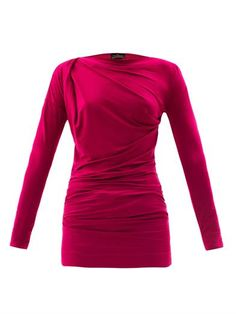 This fuchsia pink jersey T-shirt has a close-fitting boat neck, long sleeves and ruched pleated side seams.
