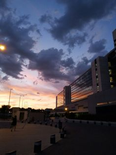 El cielo de Madrid desde el  H U 12 de Octubre