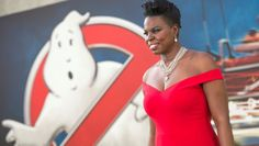 #LeslieJones had some #designer issues, but she eventually rocked the #RedCarpet in a #ChristianSiriano dress: https://goo.gl/9z0fNa