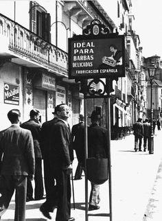 Ideal para barbas delicadas, en la malagueña Plaza de la Marina allá por los años 40