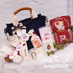 """HAMPERS MANYUE BANDUNG di Instagram """"Exclusive hampers for welcoming baby valerie - canvas bag - hand towel with personaluze embordier - soap - cookies - 2 egg kinderjoy .…"""" Baby Hamper, Welcome Baby, Hampers, Hand Towels, Egg, Soap, Gift Wrapping, Cookies, Canvas"""