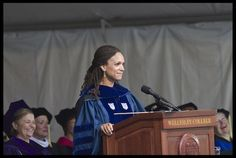 The 7 Best Pieces of Commencement Advice From One of TV's Most Groundbreaking Hosts