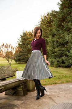 Styling a Metallic Skirt for Winter // It's the perfect time of year for a little shimmer & shine. This post is sharing how to style your metallic skirt for the holidays but still stay warm. Circle Skirt Outfits, Pleated Skirt Outfit, Metallic Pleated Skirt, Long Skirt Outfits, Sexy Skirt, Dress Skirt, Pleated Skirts, Metallic Skirt Outfit, Circle Skirts