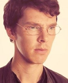 Once upon a time, Benedict Cumberbatch wore glasses...<3 and he looks sooooo cute!
