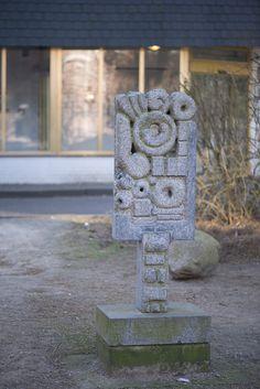 #Norderstedt Die Arbeit verbindet geometrische mit organisch wirkenden Elementen in einer Figur, die trotz ihres Formenreichtums wie eine Einheit wirkt.