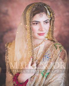 Image may contain: one or more people and closeup Shadi Dresses, Nikkah Dress, Hijab Wedding Dresses, Bridal Hijab, Bridal Outfits, Indian Dresses, Indian Outfits, Indian Wedding Wear, Pakistani Bridal Dresses