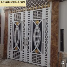 Grill Gate Design, Window Grill Design Modern, House Main Gates Design, Balcony Grill Design, Steel Gate Design, Main Door Design, Front Door Design Wood, Front Gate Design, Door Gate Design