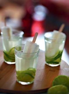 PANELATERAPIA - Blog de Culinária, Gastronomia e Receitas: Caipirinha de limão com água de coco e picolé
