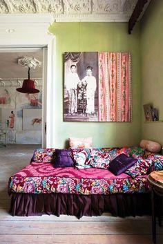 @danielle Rapnikas  an idea for your bed...