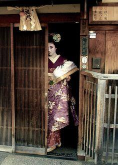 Maiko. Kyoto, Japan. Photography by Juan Carlos Santamaria