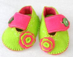 Battle of colours Baby booties for newbors / by TheCraftyButtonUK, £9.00
