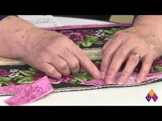 Learn tricks from Bonnie Browning on how to join the ends of binding on your quilts. The key is to fold the triangle away from you; the fold should be closes. Quilting For Beginners, Sewing Projects For Beginners, Quilting Tips, Quilting Tutorials, Quilting Projects, Quilting Designs, Sewing Tutorials, Beginner Quilting, Machine Quilting