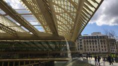 """Umbau von """"Les Halles"""" Neues Aussehen für den """"Bauch von Paris"""" Les Halles, die Markthallen, galten in der Vergangenheit als """"Der Bauch von Paris"""". Zuletzt war der """"Bauch"""" eine """"Baustelle"""" - mitten im Herzen der Stadt. Ende 2018 sollen die letzten Arbeiten weitgehend beendet sein und Les Halles als Einkaufszentrum, öffentlicher Kulturort und zentraler Umsteige-Bahnhof der Öffentlichkeit zurückgegeben werden. Von Barbara Kostolnik Paris, Opera House, Louvre, Building, Travel, Shopping Mall, Past, City, Architecture"""