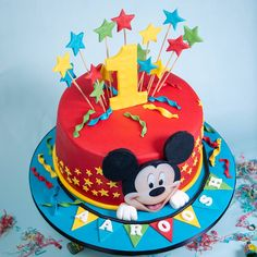 ▷ ideas for a Mickey Mouse cake for die-hard Disney fans Gateau Theme Mickey, Bolo Do Mickey Mouse, Mickey Birthday Cakes, Mickey Mouse Clubhouse Cake, Boys 1st Birthday Cake, Mickey 1st Birthdays, Fiesta Mickey Mouse, Bolo Minnie, Mickey Cakes