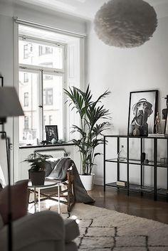 Ikea 'Vittsjö' shelf