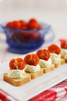Bocaditos de tomate y pesto de feta